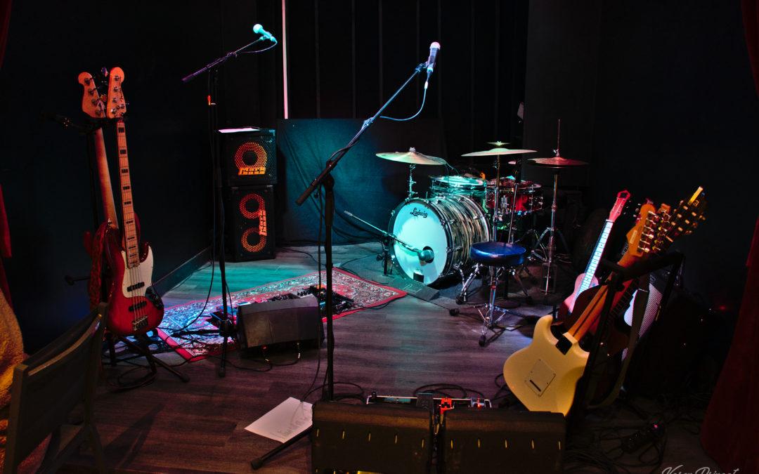 Samedi 8 février 2020  IsaAc Bonnaz Trio ( Folk/Afro /Soul)       Un univers vivant et coloré La musique d'IsaAc se vit, c'est un voyage intense et inédit.